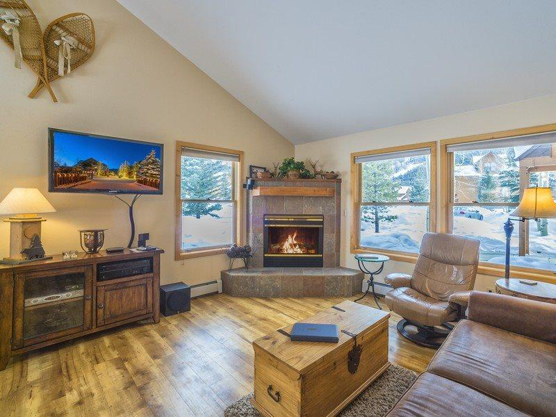 Snake River Village 18 - Walk to slopes, newly remodeled kitchen, hardwood floors, garage! - Image 1 - Keystone - rentals