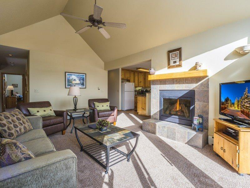 Snake River Village 29 - Walk to slopes, washer/dryer, private garage, 2nd floor! - Image 1 - Keystone - rentals