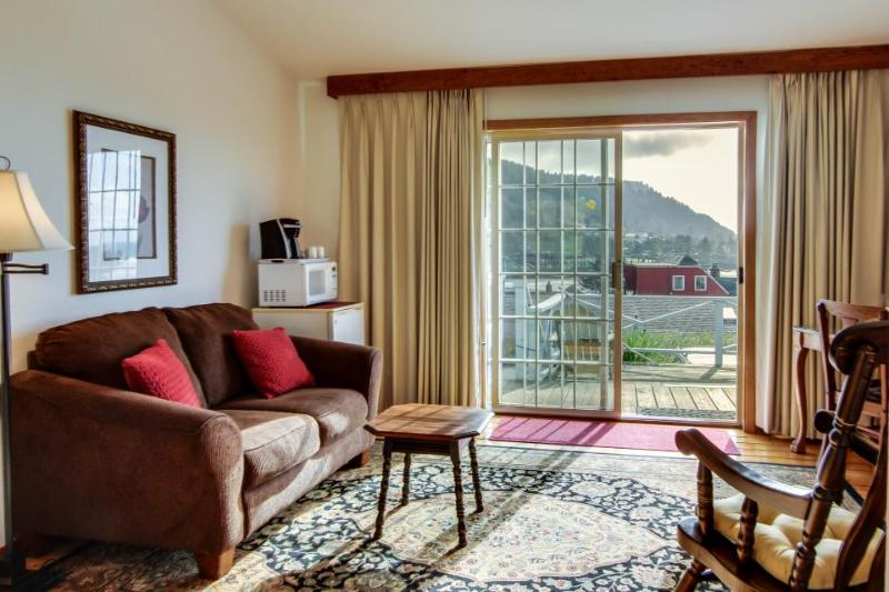 Enjoy ocean views from the shared deck of this lovely dog-friendly suite! - Image 1 - Yachats - rentals