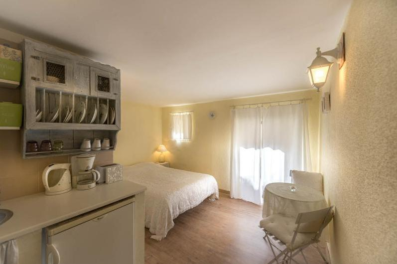 our small one room apartment - Studio for two - Pantheon/Alfama - Lisbon - rentals