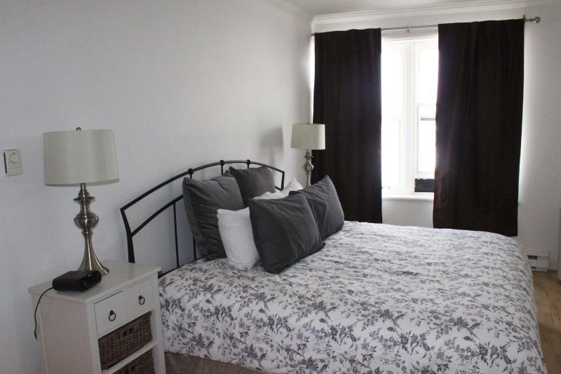 Master bedroom - 3 Bedrooms; Prime location: center in Old Quebec - Quebec City - rentals