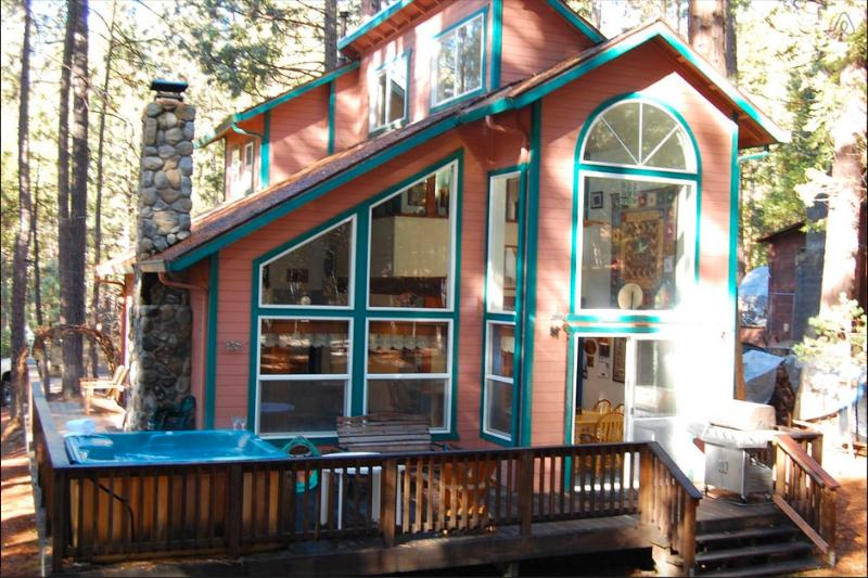 Bear Crossing - Bear Crossing, Inside Yosemite Park, WIfi/Hot tub! - Wawona - rentals