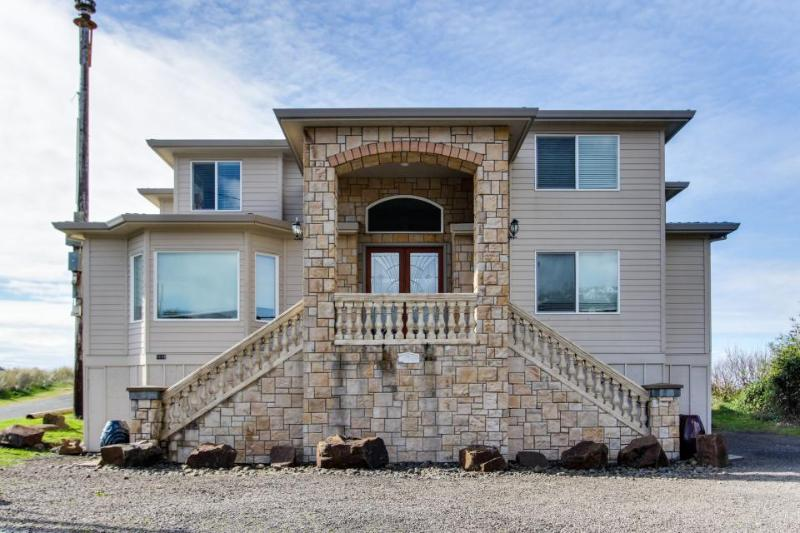 Oceanfront home with private hot tub & amazing location - Image 1 - Rockaway Beach - rentals