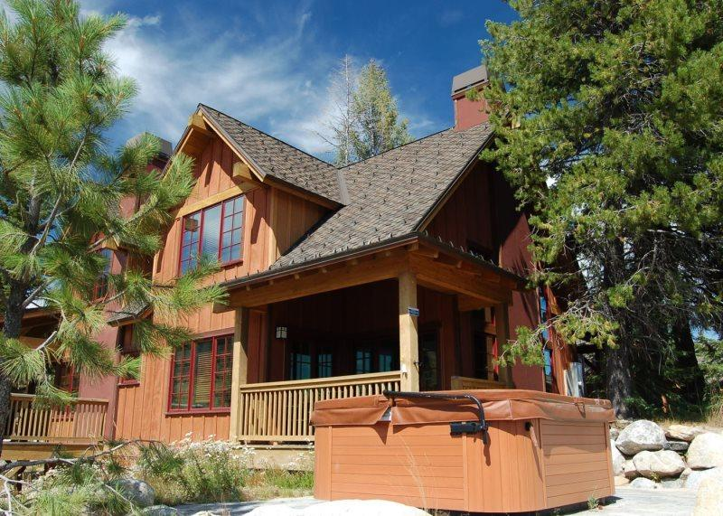 Sunny location and easy access to main chair lift during the winter months - Goldenbench 5 - One bedroom, two bathrooms, Sleeps 4, WIFI, Pet Friendly - Tamarack Resort - rentals