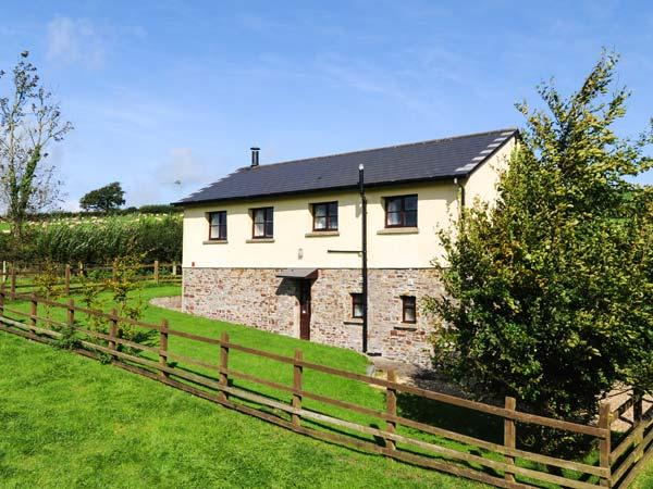 DREWSTONE ARCHES, barn conversion, woodburner, enclosed garden, parking, near South Molton, Ref 921693 - Image 1 - South Molton - rentals