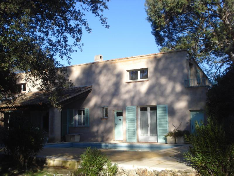 Arriving to the main house - L'Eucalyptus, the family Blue Room - Les Arcs sur Argens - rentals