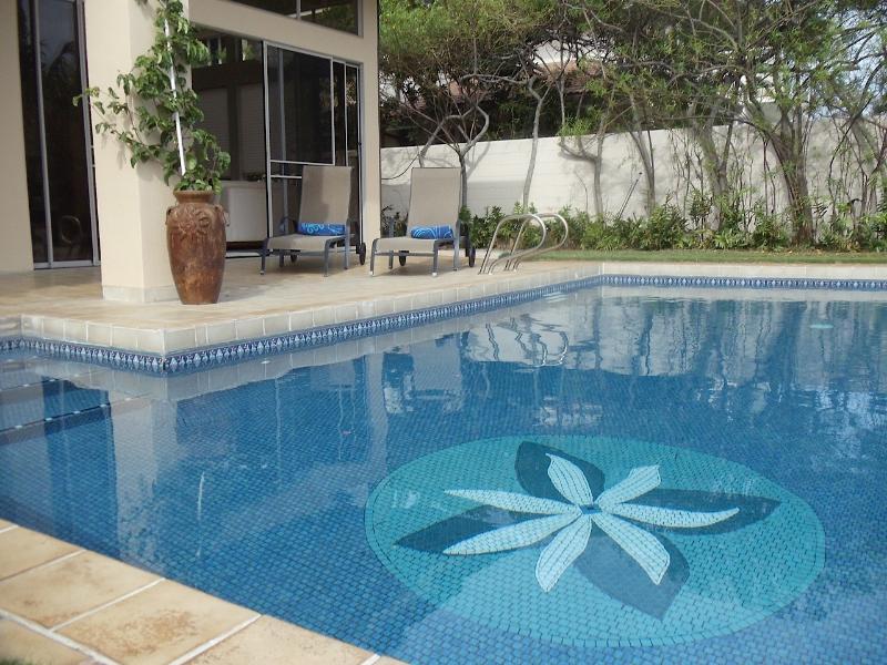 Beautiful, tiled, sparkling, salt pool! - Malama Hale - pool, kayaks and beachfront! - Honolulu - rentals