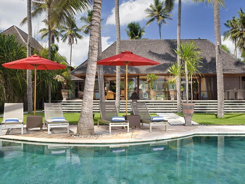 Push papuri - Pool chairs living room exterior - Villa Pushpapuri - an elite haven - Sanur - rentals