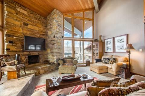 Deer Valley Powder Run features a large great room, 70