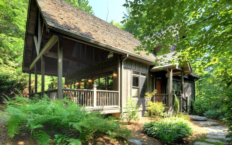 A lovely 3 bed cottage nestled within a private and quiet setting in the woods at Lake Toxaway - Image 1 - Lake Toxaway - rentals