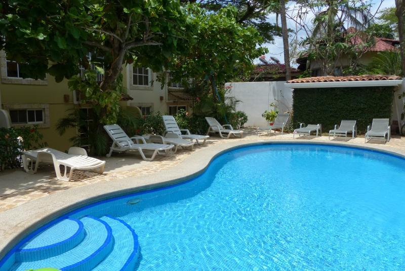 2/2 condo w pool & walk to beach - *$110 per night month of May only - Image 1 - Tamarindo - rentals