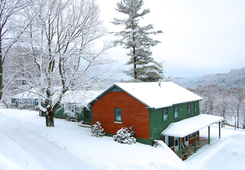 6 bedrooms, 6 bathrooms and stunning views of Mt Equinox on 30 acre estate in Manchester VT. - Views! 6 bedrooms, 6 bath, 30 acres, jacuzzi +pool - Manchester - rentals