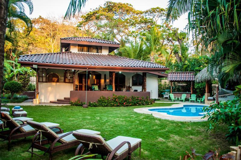 Beachfront Villa Bonita - 4 Bedrooms, Private Pool, Large Terrace, Steps from the Beach - Beachfront Villa Bonita - Santa Teresa - rentals