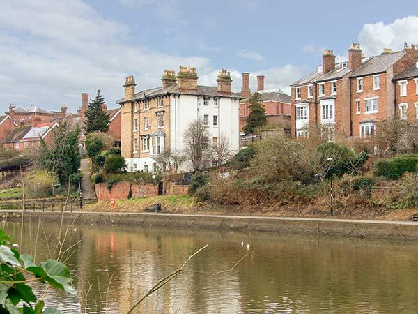 RIVERSIDE APARTMENT romantic ground floor apartment, WiFi, in Shrewsbury, Ref 919692 - Image 1 - Shrewsbury - rentals