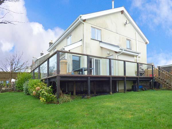 VALLEY VIEW, detached, en-suite, woodburner, pet-friendly, in Camelford, Ref 919908 - Image 1 - Camelford - rentals