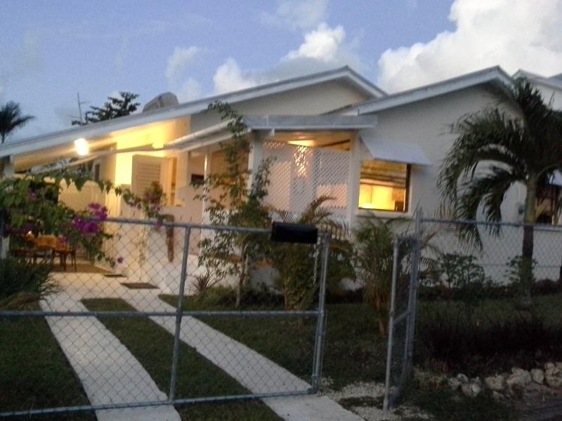 Tropical Dream Cottage Gold Coast St. James - Image 1 - Weston - rentals