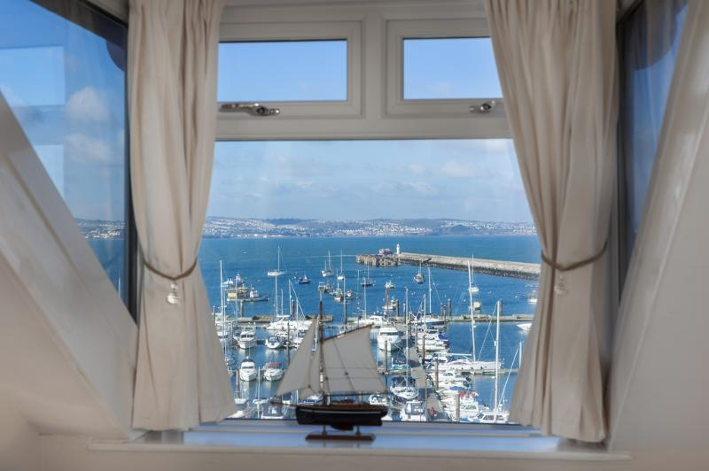 2 Harbour Lights located in Brixham, Devon - Image 1 - Brixham - rentals