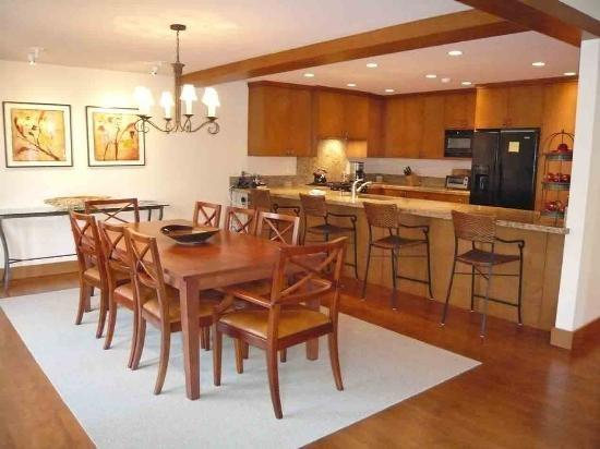 Open Dining area that seats 8 at the table and 4 at the bar - Bitterroot #212 , Unit #5, Beautiful Townhome in Desirable Sun Valley Location - Sun Valley - rentals