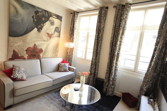 """Living Room : Southwest facing windows open to quiet street - """"Le Bien Illuminé"""" - Paris - rentals"""