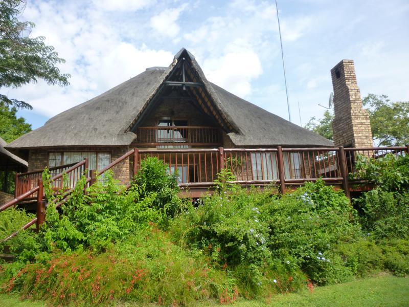 Upmarket Golf Lodge - Image 1 - Hazyview - rentals