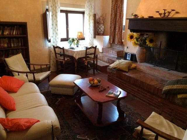 livingroom with dining and open fireplace (+ double sofabed) - 1BR Loft apartment La Bellavista - Chianti - Castellina In Chianti - rentals