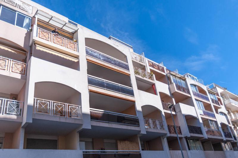 Outstanding 1 Bedroom Apartment in Heart of Juan les Pins - Image 1 - Juan-les-Pins - rentals