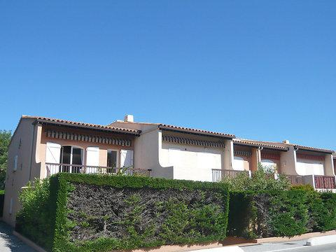 Cozy 1 Bedroom Vacation Home with a Terrace, Les Vignes - Image 1 - Cavalaire-Sur-Mer - rentals