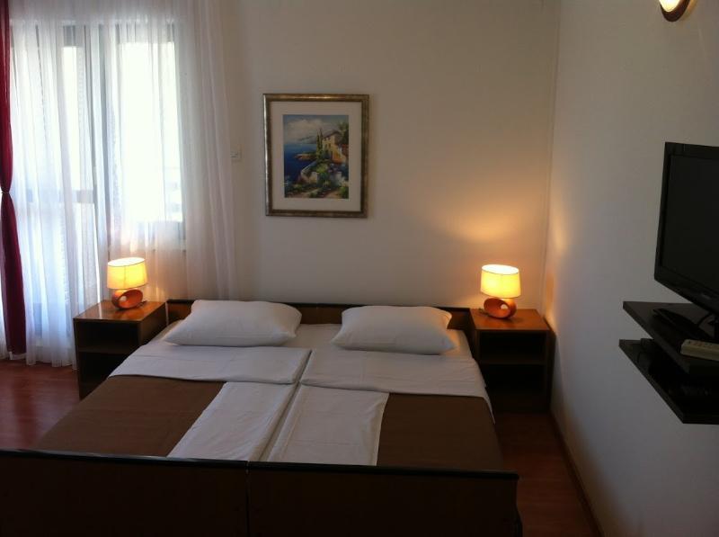 Rooms Nediljka - 24531-S16 - Image 1 - Rovanjska - rentals