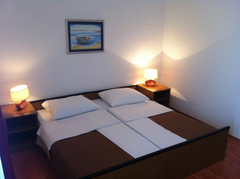 Rooms Nediljka - 24531-S19 - Image 1 - Rovanjska - rentals