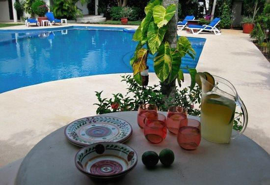 El Sueo Rosa Blanca - Common areas picnic at the pool - Vacation rentals Playa del Carmen - Rosa Blanca El Sueno - Playa del Carmen - rentals