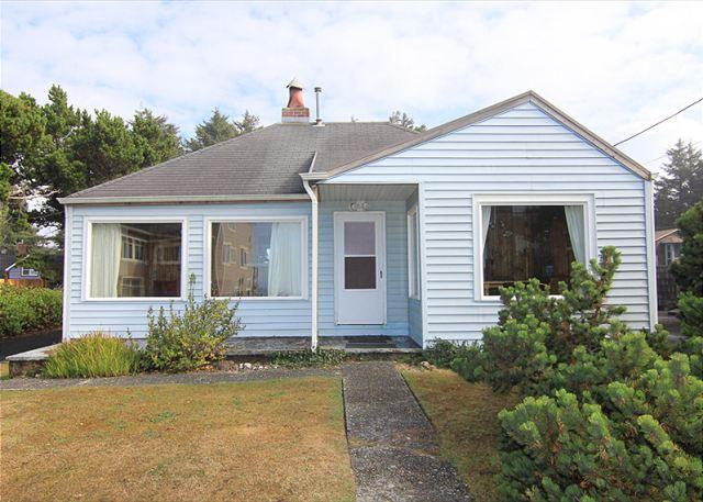 Charming Coastal Cottage w/ Ocean View Close to Beach Access & Shopping - Image 1 - Lincoln City - rentals