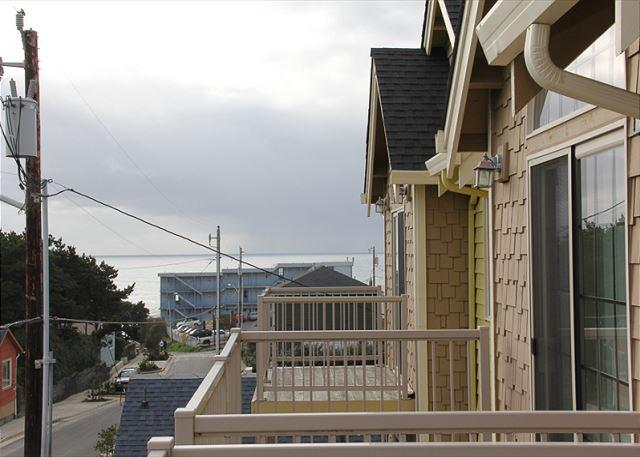 Immaculate Lincoln City Townhome with Ocean Views, Close to Beach & Shops - Image 1 - Lincoln City - rentals