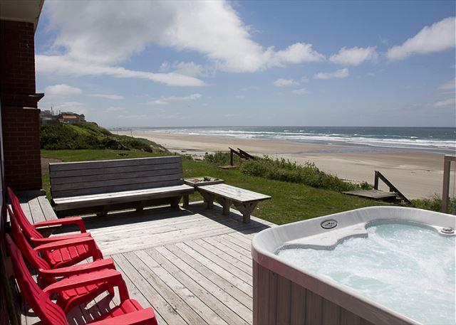 Beach Club - Ocean Front Roads End Hm Ocean Vw Hot Tub & Private Beach Access - Image 1 - Lincoln City - rentals