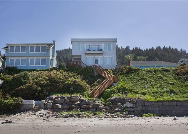 Luxurious Ocean Front Hm w/ High End Finishes and First Rate Amenities - Image 1 - Lincoln City - rentals