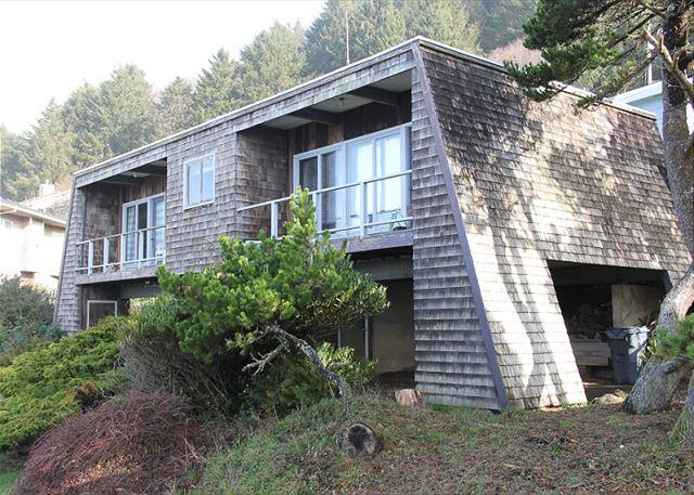 Great Ocean Views, Easy Beach Access Nearby, Beautiful Natural Surroundings - Image 1 - Lincoln City - rentals
