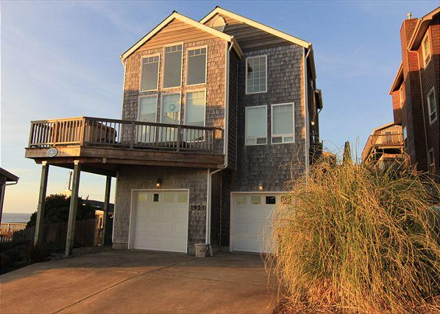 Beautiful Ocean View, 4 Bedroom Home with Hot Tub Located in Roads End! - Image 1 - Lincoln City - rentals