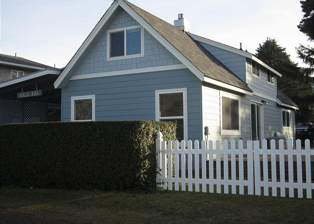 By the Sea- Steps Away From Roads End State Park, Close to Town, Charming Hm - Image 1 - Lincoln City - rentals