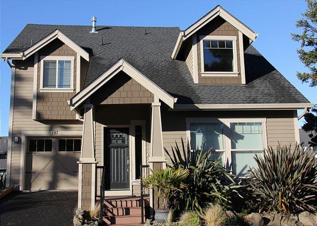 Gorgeous, Lake Front Home w/ Hot Tub & Easy Beach Access Nearby - Image 1 - Lincoln City - rentals