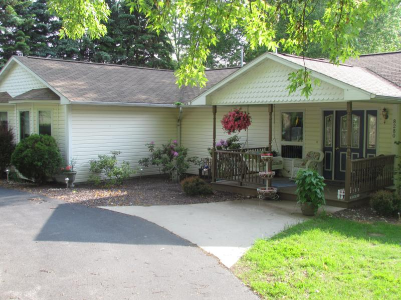 Spacious Family Home, Short Walk to Portage Lake - Image 1 - Onekama - rentals