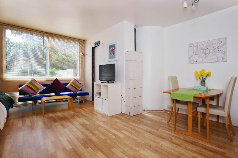 Quiet and Central London Vacation Rental - Image 1 - London - rentals