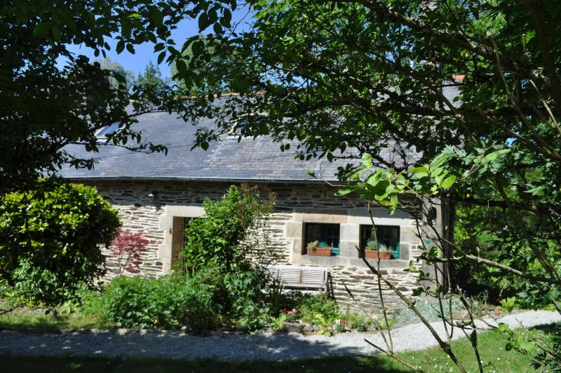 Sunny south facing front of Gite du Vert Rivage at Stang Korvenn - Idyllic Riverside Cottage in Brittany, France - Saint-Thois - rentals