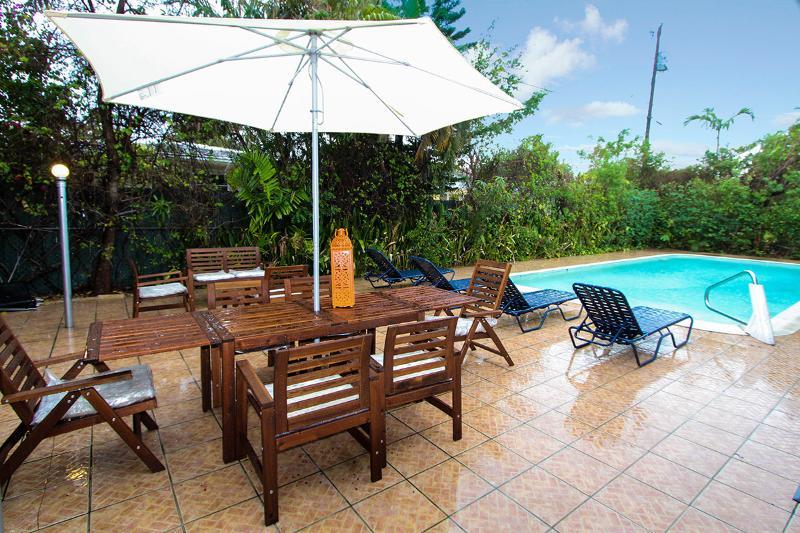 Miami Beach DEAL Aug $2.920/wk-Sept $2.420/wk, 10m drive to beach - Image 1 - Miami Beach - rentals