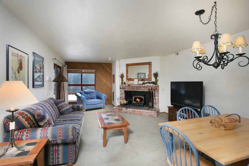 Aspen Creek #108 Living Area has a Large LED tv and a Wood Burning Fireplace - Aspen Creek 108 - Mammoth Condo - Near Eagle Lift - Mammoth Lakes - rentals