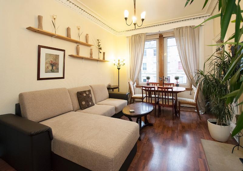 3 BEDROOM APARTMENT 1ST FLOOR - Image 1 - Edinburgh - rentals