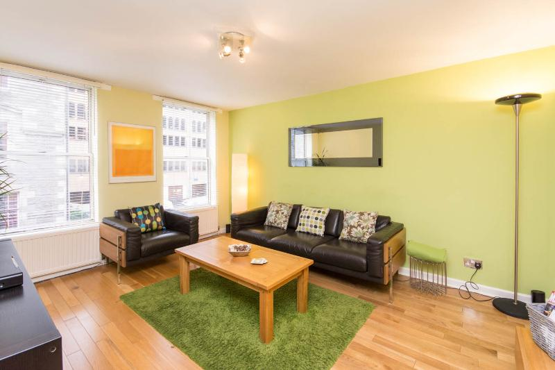 Chic Apartment in the Heart of Edinburgh Old Town - Image 1 - Edinburgh - rentals