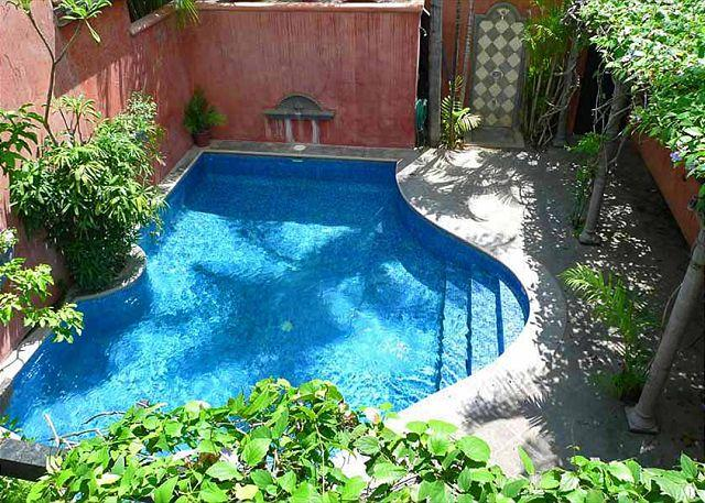 Pool and deck area - Beautiful private villa- pool, a/c, gas grill, across from the beach! - Tamarindo - rentals