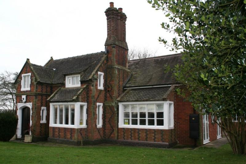 ORGREAVE LODGE, Orgreave, Burton on Trent, Staffordshire - Image 1 - Alrewas - rentals