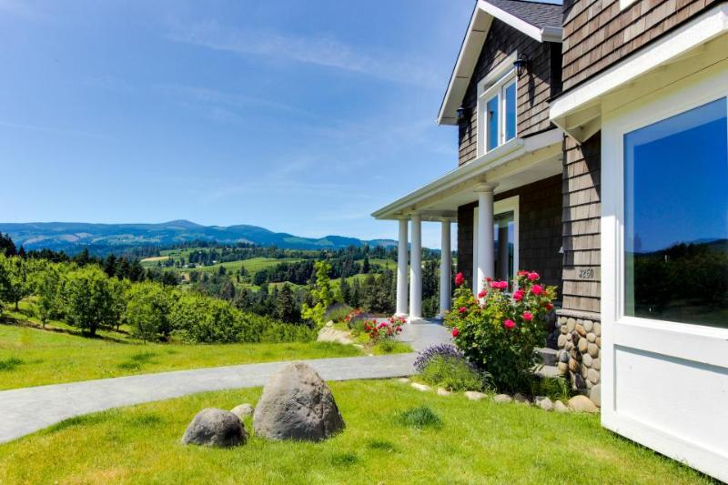 Dog-friendly home in pear orchard - private hot tub & views! - Image 1 - Hood River - rentals