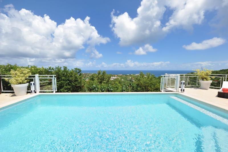 2 Bedroom Villa with Ocean View on the Hillside of Marigot - Image 1 - Marigot - rentals