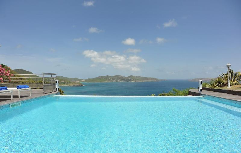 2 Bedroom Villa with Panoramic View of the Ocean in Pointe Milou - Image 1 - Pointe Milou - rentals